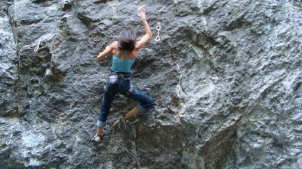 women-climbing-mountain-1